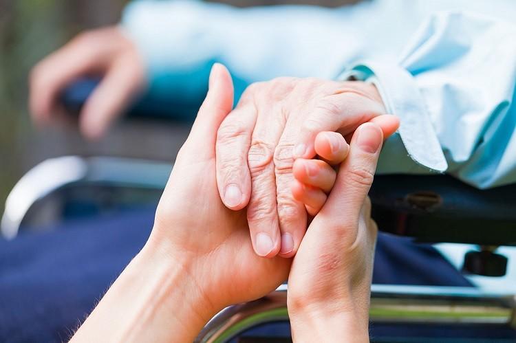Opiekunka osób starszych - zawód przyszłości w zasięgu ręki