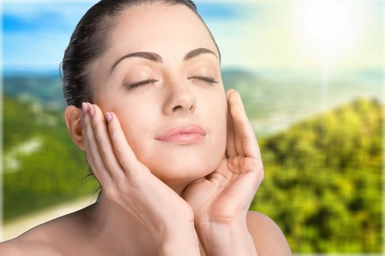 Kwas hialuronowy – sekret młodzieńczej świeżości skóry