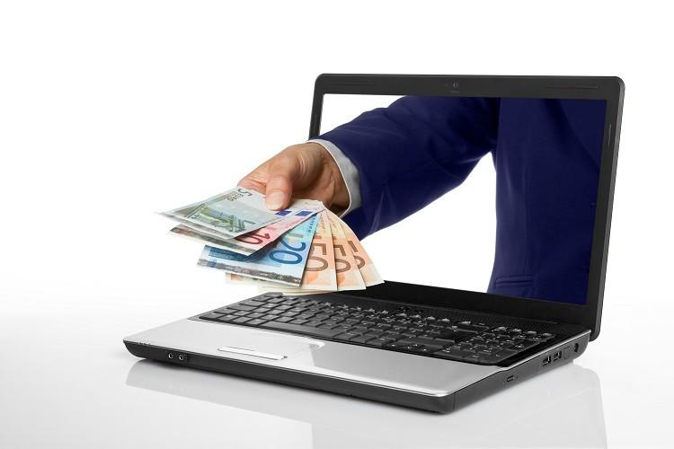 Jak pożyczyć pieniądze przez internet? Tłumaczymy krok po kroku