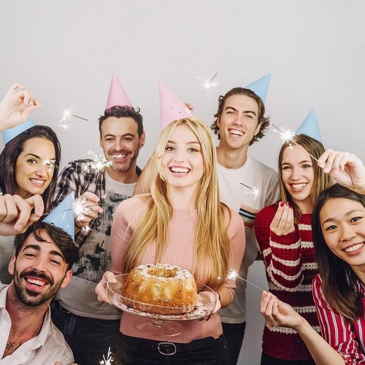 Idealny prezent na 18 urodziny? Nasze propozycje śmiesznych prezentów