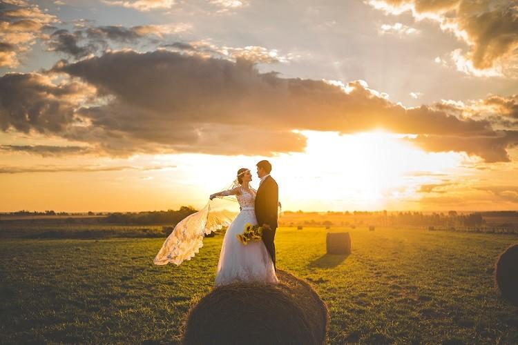 Fotografia ślubna – jakie elementy wchodzą w jej skład?