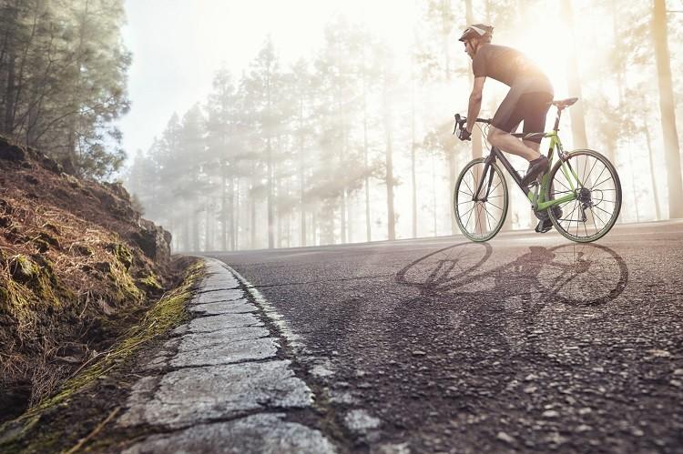 Dlaczego warto jeździć w butach rowerowych?