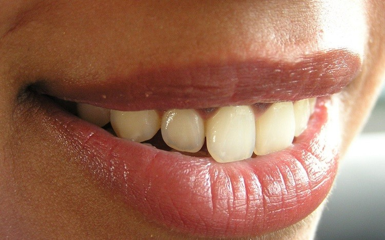 Przegląd past i środków wybielających zęby