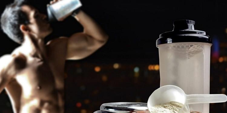 Czy warto pić odżywkę białkową przed snem