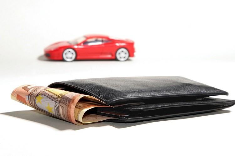 Kredyt na pierwszy samochód? Sprawdź ile zapłacisz