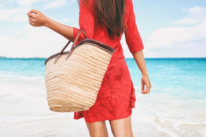 Torebki na plażę – koszyki  i inne – przegląd tanich modeli