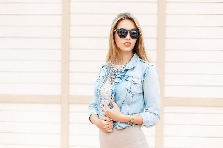 Kurtki jeansowe na 3 sposoby – w stylu gwiazd