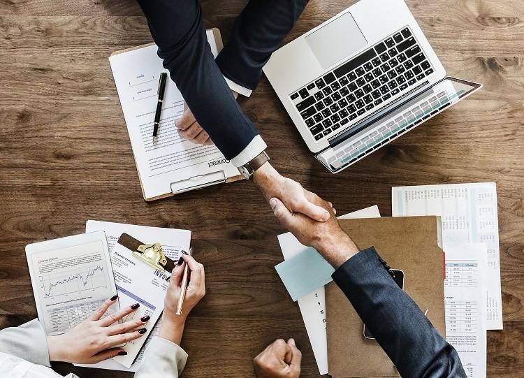Skuteczne sposoby pozyskiwania klientów – gdzie szukać, jak dotrzeć?