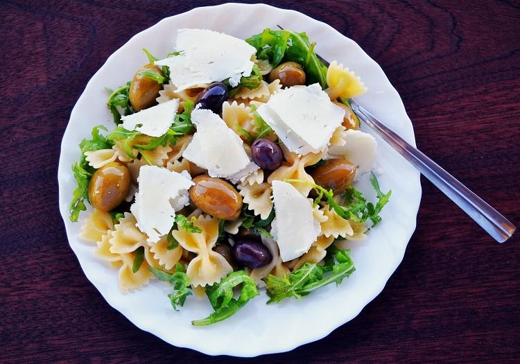 Poznaj sekrety kuchni śródziemnomorskiej, czyli jak gotują Grecy
