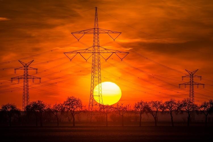 Agregaty prądotwórcze – rodzaje, funkcje, zastosowanie