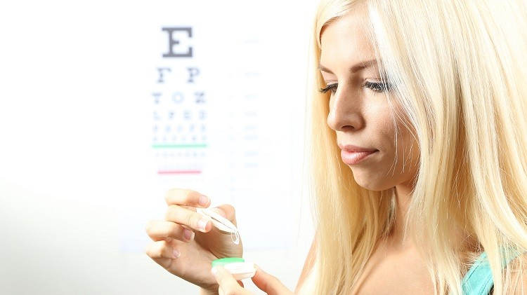 Tanie soczewki kontaktowe - czy warto oszczędzać na szkłach kontaktowych?