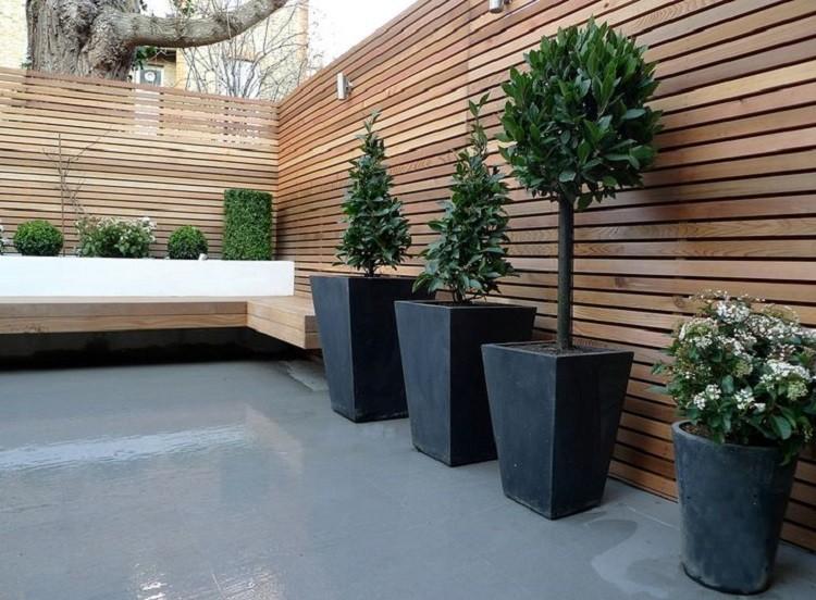 Jaka drewniana donica ogrodowa do małych tarasów i altan?