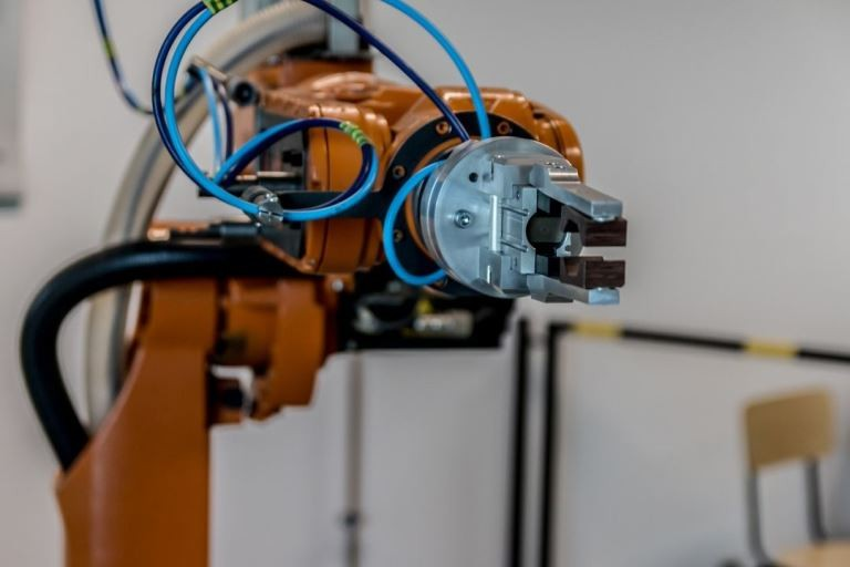Czy warto inwestować w automatykę przemysłową?