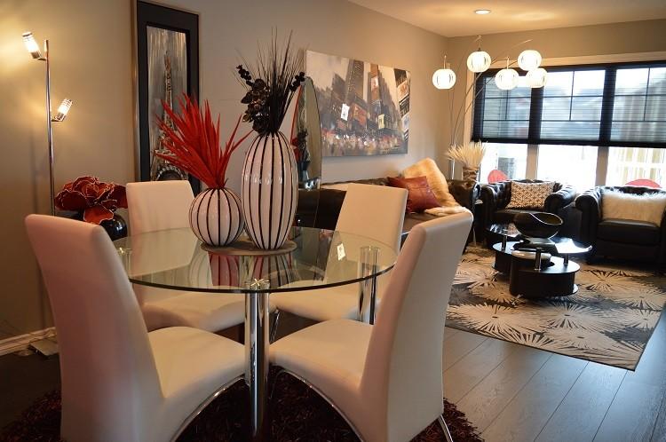 Krzesła tapicerowane idealne do salonu. Jak urządzić salon