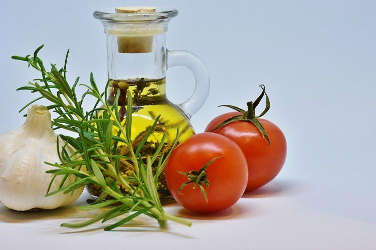 Olej roślinny, smalec czy masło – co wybrać do smażenia