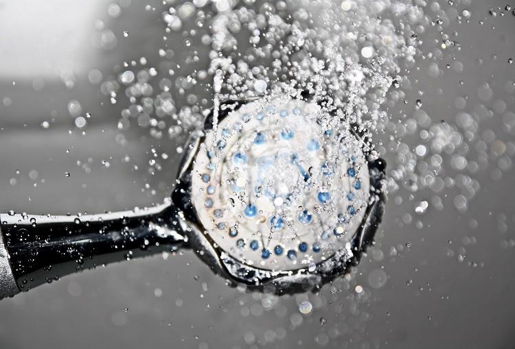 Ekonomiczna kabina prysznicowa - jak ją wybrać