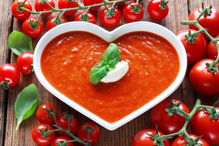 Zupa pomidorowa – tradycyjny sposób na udany obiad