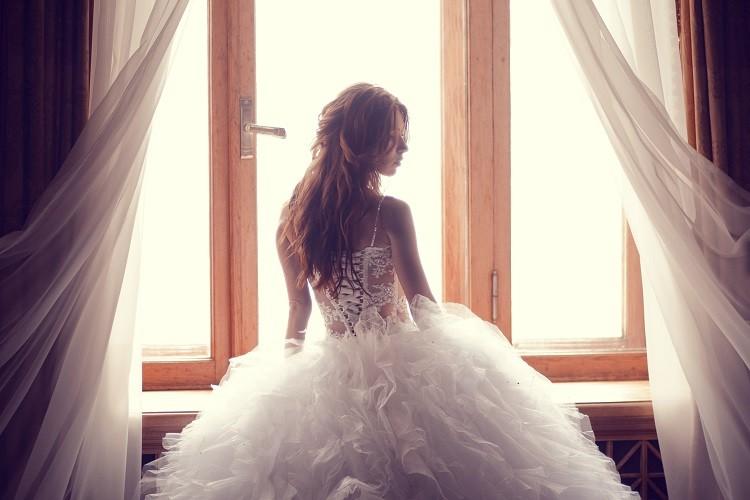 Najmodniejsze kreacje na ślub i wesele – jesień 2018