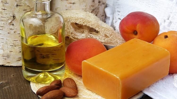 Olej marula – idealny na skórę, włosy oraz paznokcie