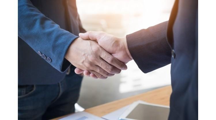Umowa o pracę na czas określony – kiedy musi przekształcić się w umowę…