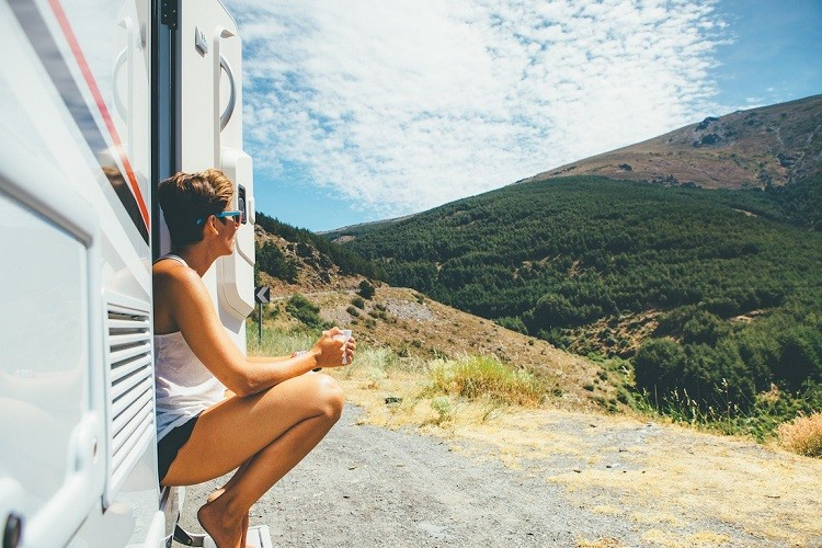 Jak bezpiecznie podróżować kamperem?