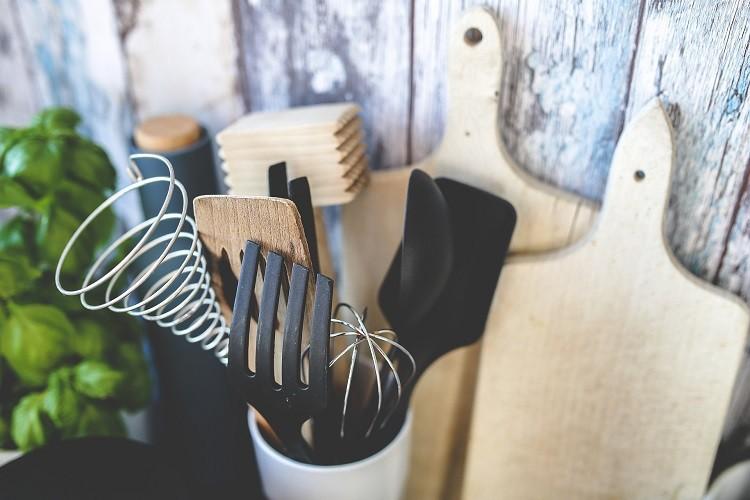 Wybieramy tanie akcesoria kuchenne. Sprawdź, co przyda ci się w kuchni