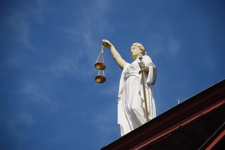 Skuteczny prawnik – jak znaleźć pomoc w kancelarii?