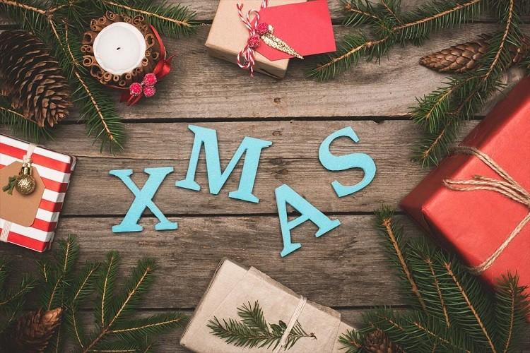 Tani kurier – jak zaoszczędzić na wysyłce prezentów świątecznych?