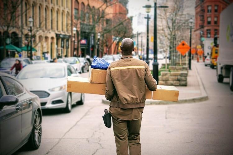 Ile kosztują przesyłki zagraniczne z Dębicy?