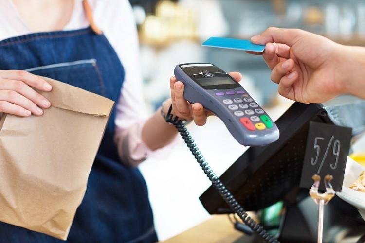 """Polacy postrzegają płatności kartą jako """"oczywiste"""""""