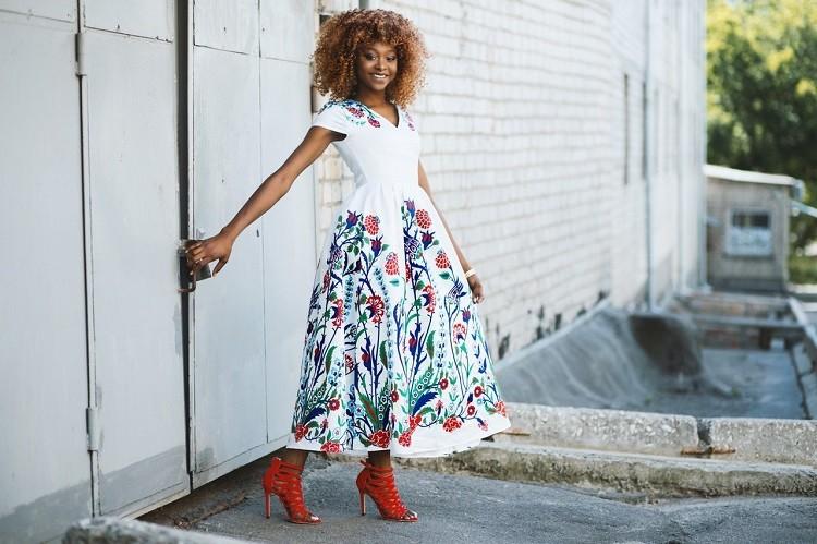 Sukienki maxi wieczorowe - na co zwracać uwagę?