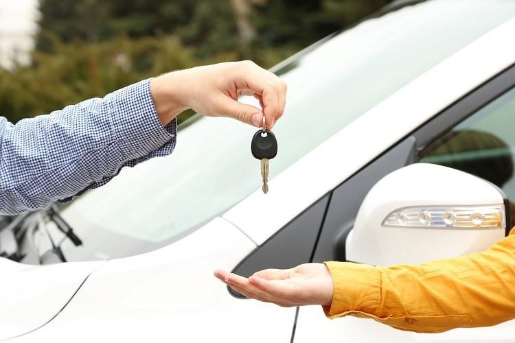 O co pytać w wypożyczalni samochodów?