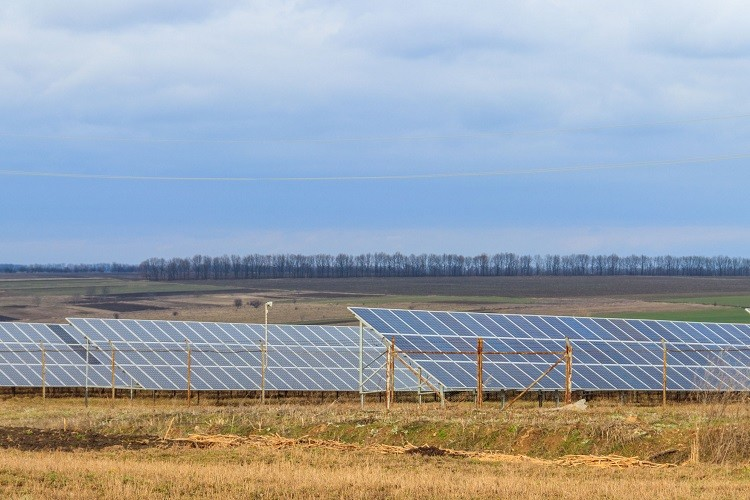 Jak dobrać regulatory ładowania do paneli słonecznych?
