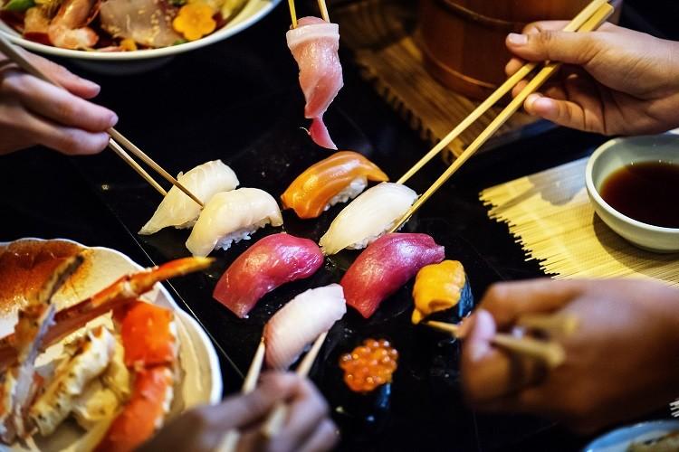 Gdzie znaleźć tanie i dobre jedzenie w Japonii?