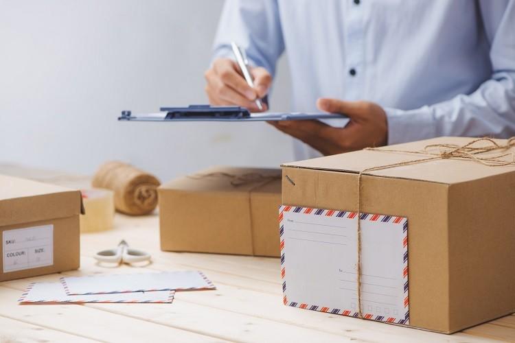 Jak zapakować przesyłkę kurierską?