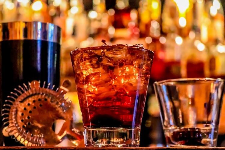 Bourbon a whiskey, czyli jak odróżnić trunek europejski od amerykańskiego?
