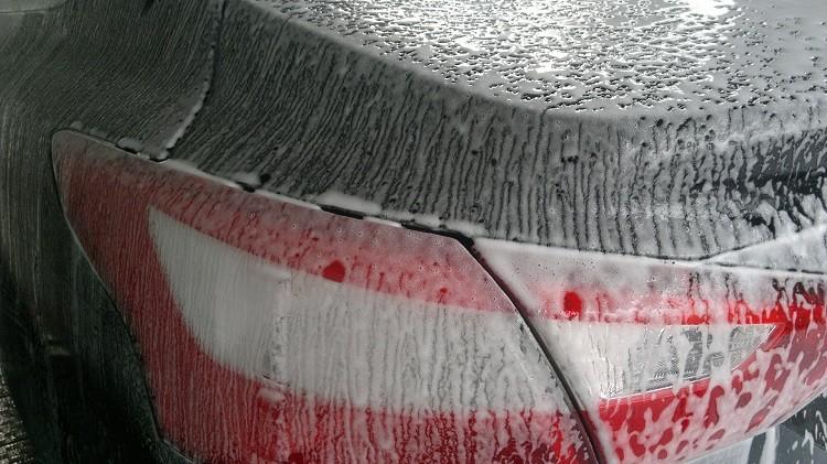 Rękawice do mycia samochodu – jak używać?