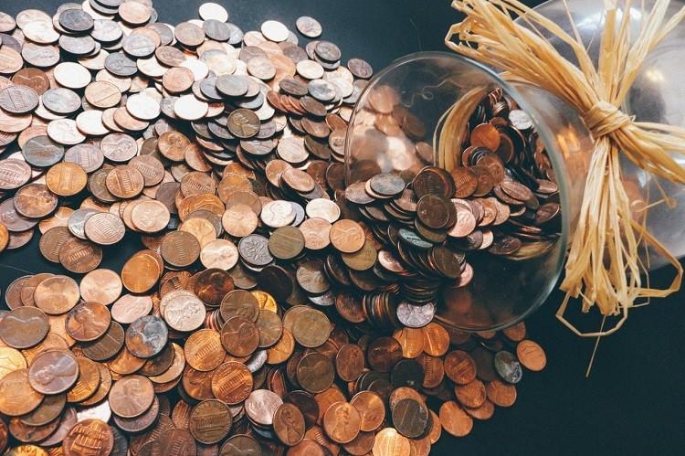 Czym różni się karta debetowa i płatnicza?