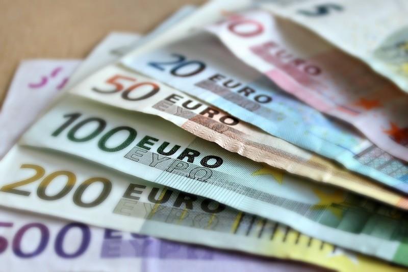 Pożyczki gotówkowe w parabankach- warto, czy nie?
