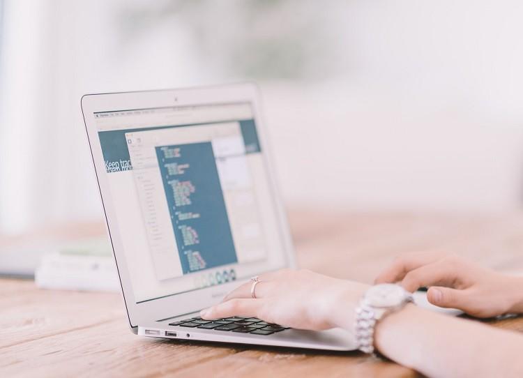 Laptopy używane - najnowsze technologie w atrakcyjnej cenie!