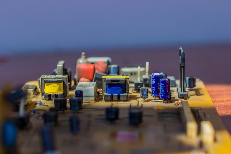 Hurtownia elektryczna czy hipermarket budowlany?