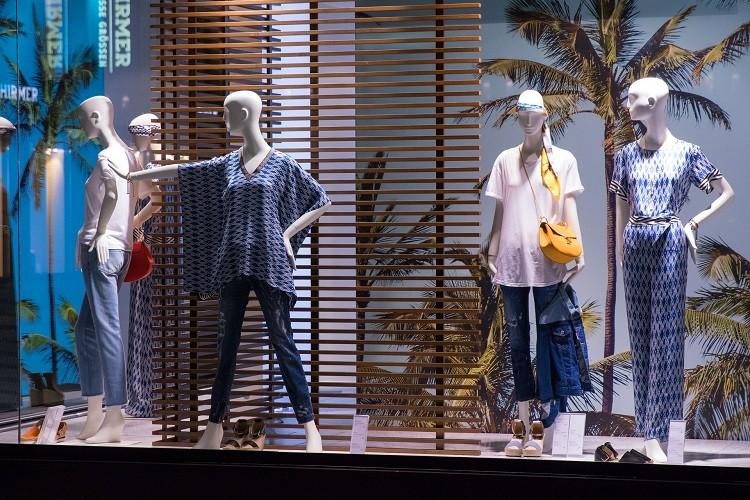 Manekiny wystawowe – niezbędnik każdego sklepu