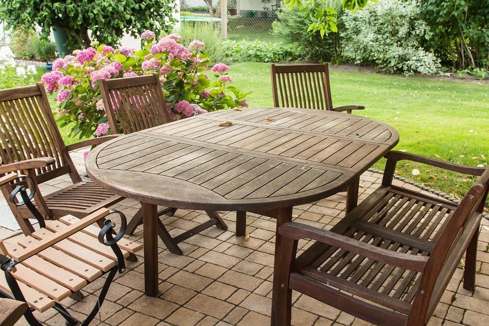 Na co zwracać uwagę wybierając krzesła do ogrodu, na taras lub balkon?