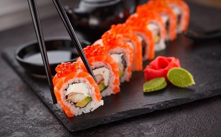 Japonia i dobre jedzenie – jakie potrawy warto spróbować?