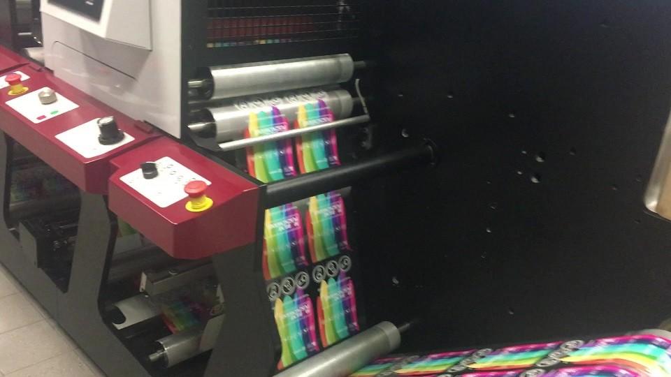 Drukarnia etykiet - praca nad stworzeniem gotowych etykiet samoprzylepnych