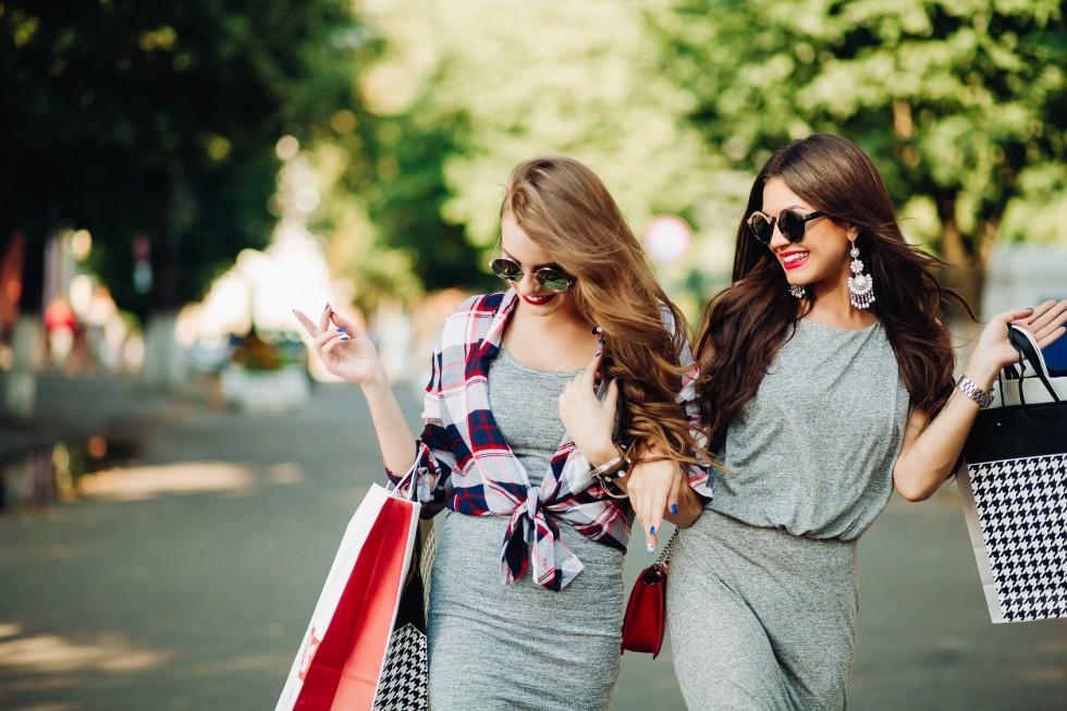 Lubisz modnie wyglądać, ale nie chcesz przepłacać? Zobacz, jak zaoszczędzić…