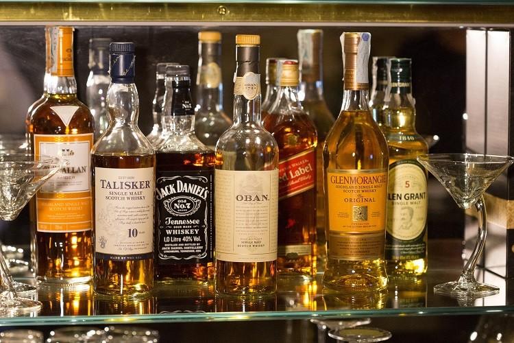 Bourbon a whisky – jakie różnice wpływają na smak obu trunków?