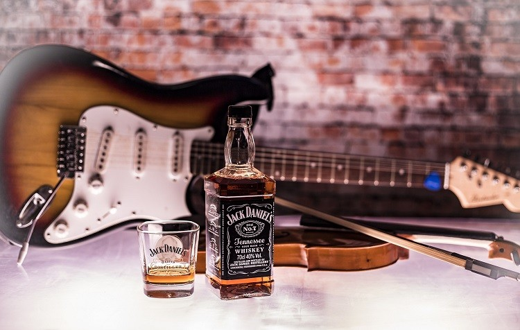 Jack Daniels – jak powstała najbardziej znana whiskey z Tennessee?