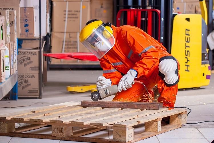 Dlaczego obuwie BHP jest konieczne w miejscu pracy?