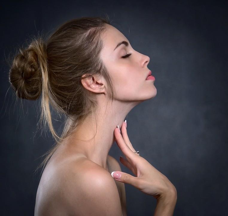 Czym zajmuje się medycyna estetyczna, na jakie zabiegi warto zwrócić uwagę?
